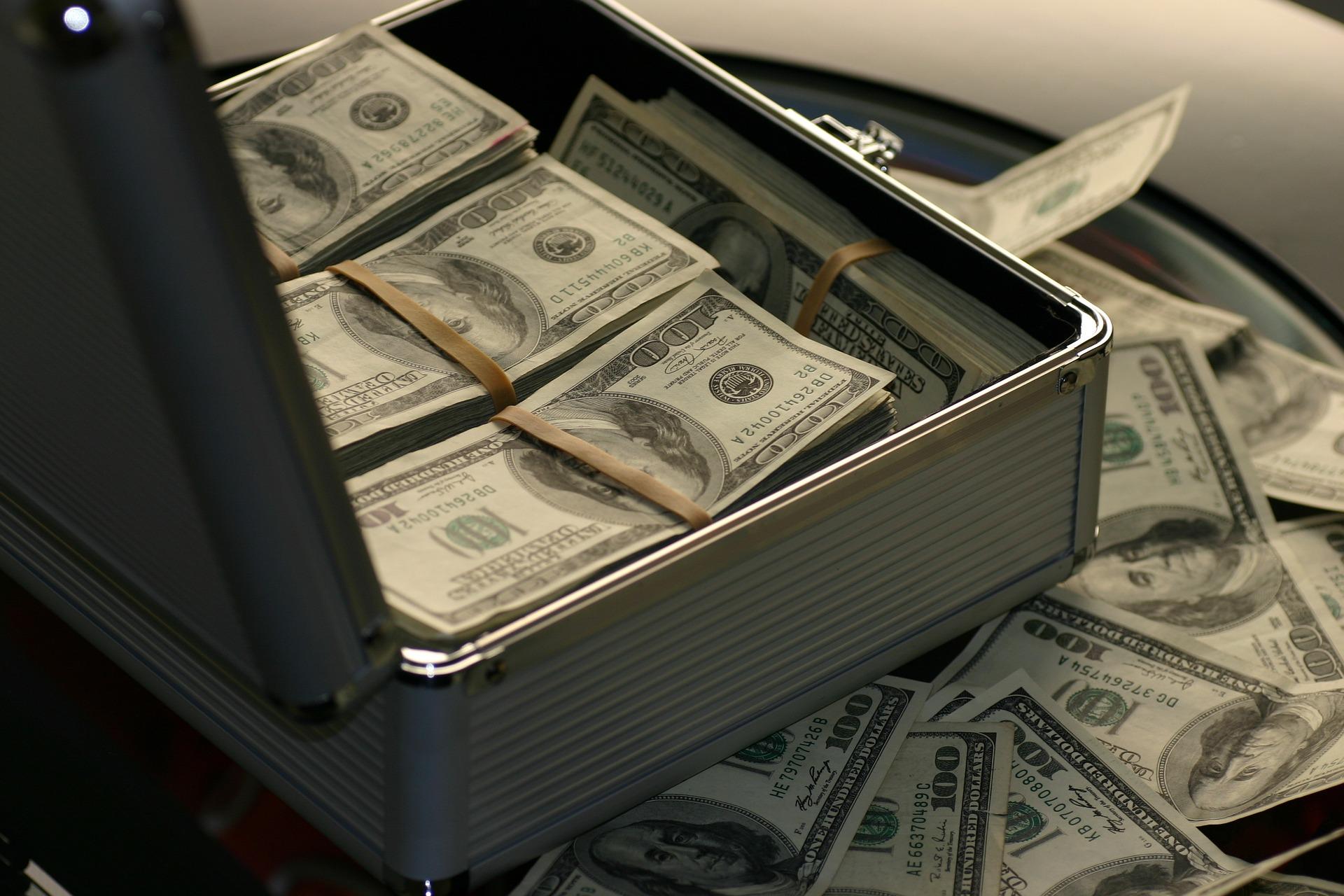 3 główne fazy prania pieniędzy i zwalczanie procederu