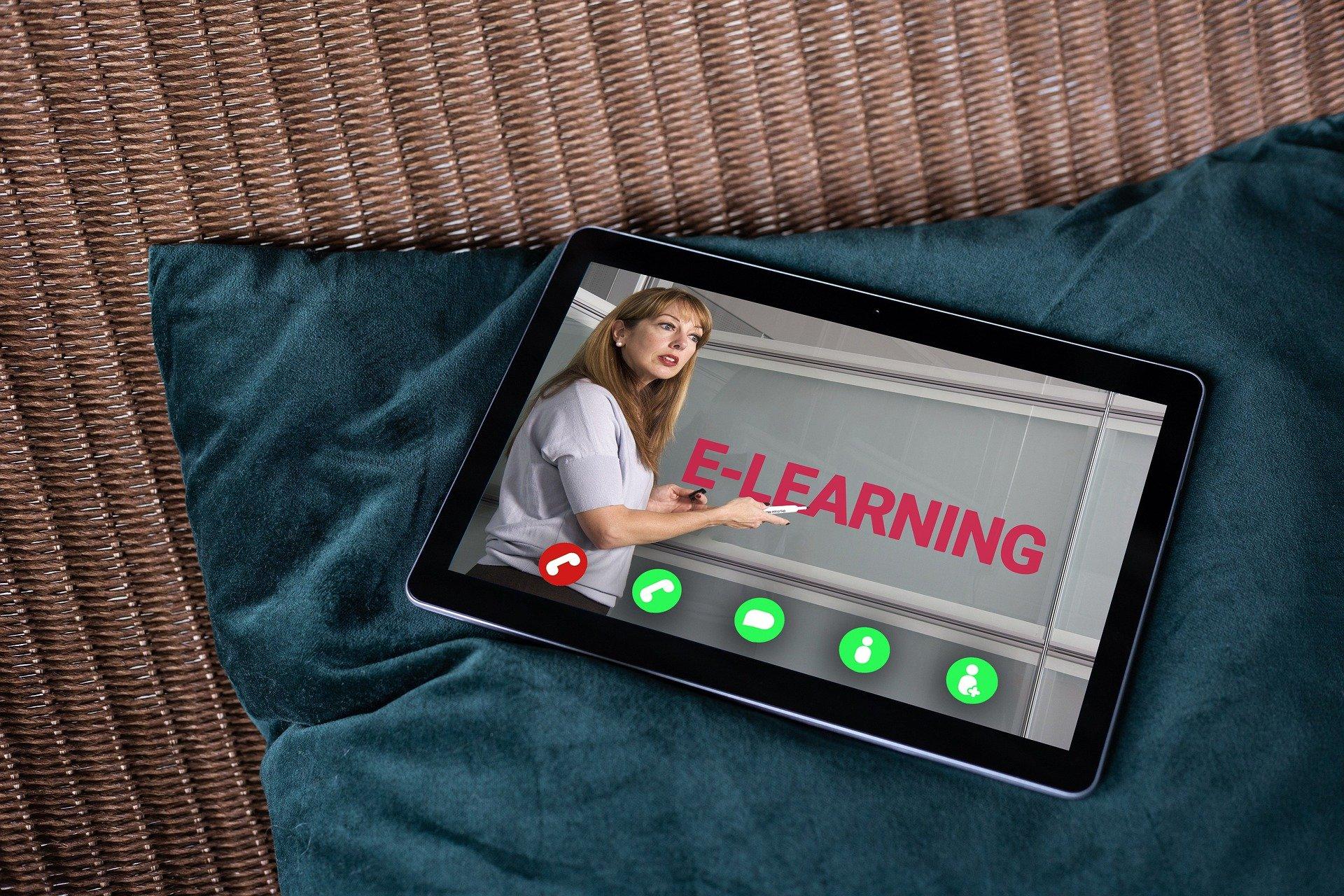 Szkolenia on-line – wzrost kompetencji i umiejętności pracownika w czasie COVID-19